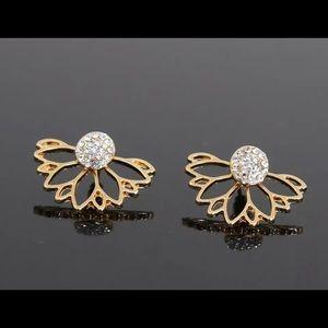 Hot Crystal Flower Stud Earrings for Women…